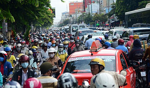 An endless line of vehicles on Nguyen Thai Son Street in Go Vap District, Ho Chi Minh City on September 8, 2016
