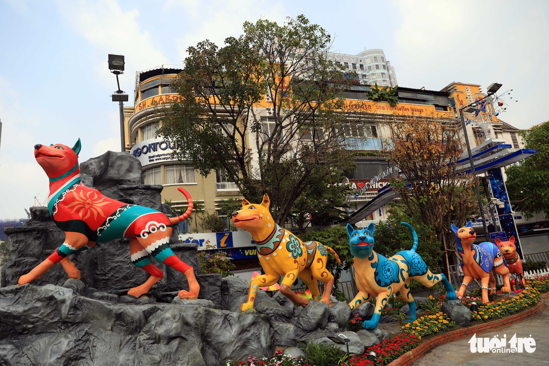Ho Chi Minh City flower street ready to celebrate Year of Dog