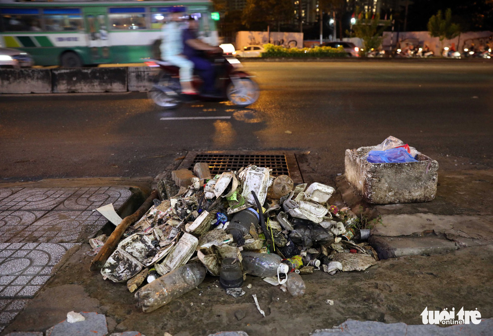 A large amount of trash is collected from a sewer on Nguyen Huu Canh Street in Binh Thanh District.