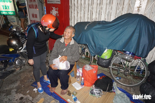 Young people in Saigon show heart of gold to homeless after typhoon