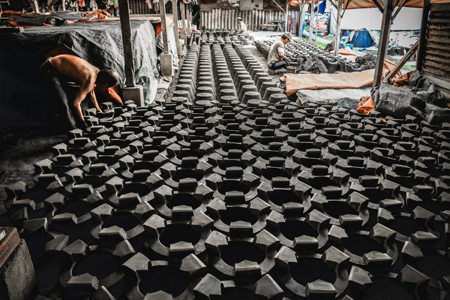 Long-standing ceramic stove workshop struggles to survive in Ho Chi Minh City
