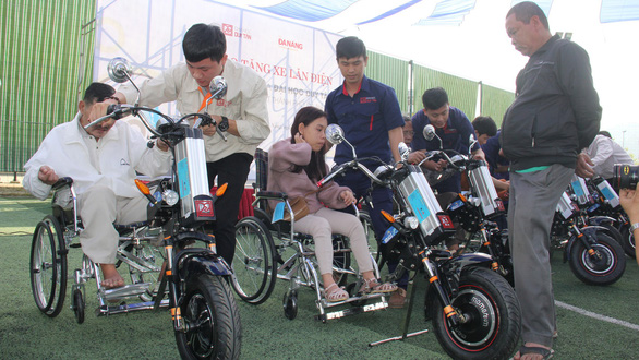 Vietnamese university gives disabled people detachable-motor wheelchairs