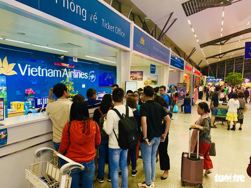 Passengers fall victim to fraudulent ticket agents in Vietnam's post-Tet travel rush