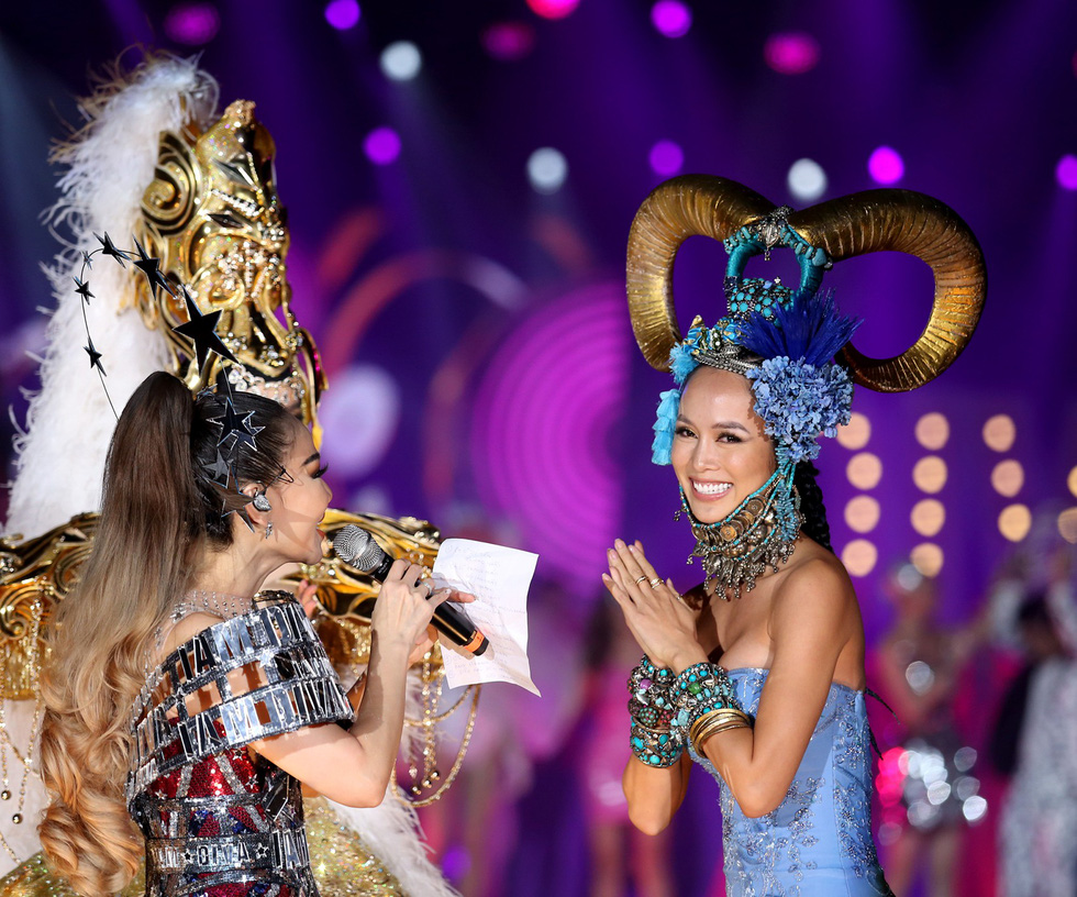 100 celebs dress up in wild fashion for 'Vietnam's Met Gala'