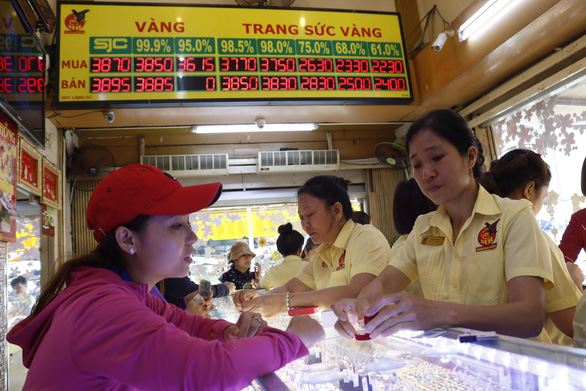 Vietnam's gold prices jump to six-year high on global surge