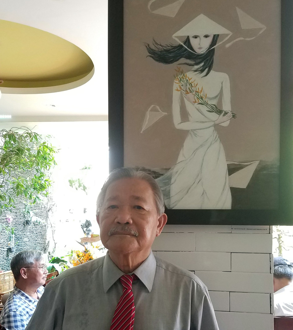 Vietnamese poet fulfills dream of having own art exhibition at age 72