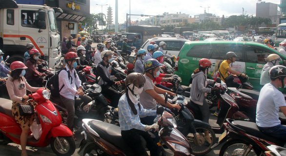 Ho Chi Minh City transport department suggests charging car drivers for entering city center