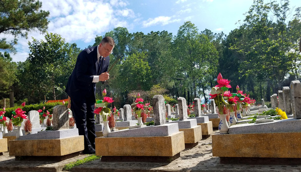 US ambassador pays historic visit to cemetery of Vietnam soldiers killed in war