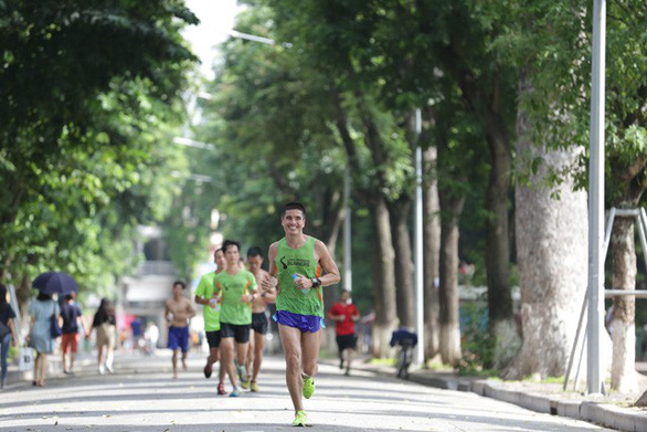 Doctor, factory worker first Vietnamese male runners to qualify for 2020 Boston Marathon