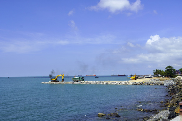 Vietnam halts beachside aquarium project to review environmental impact