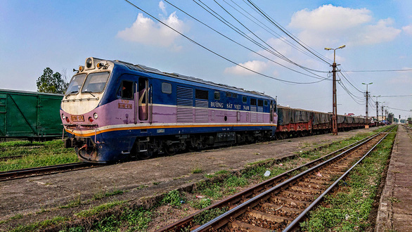 Experts opposed to intercity railway project in northern Vietnam