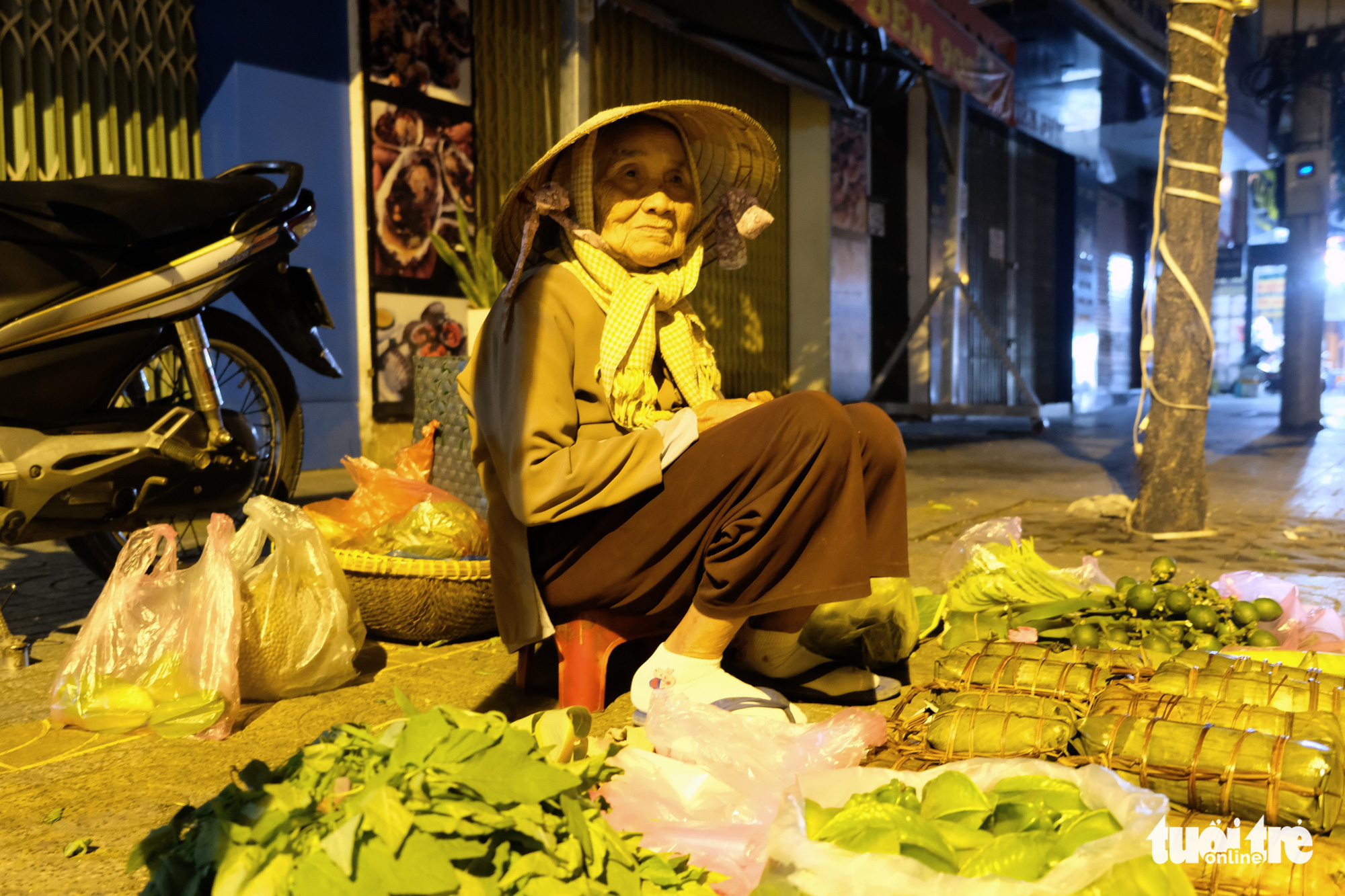 Life goes on: Saigon's have-nots earn living amidst chilliest time of year