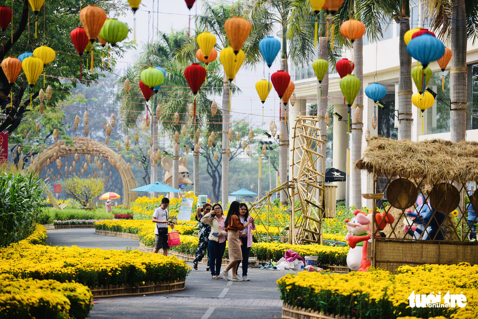 Spring flowers festivalreturns to expats-packed neighborhood in Ho Chi Minh City