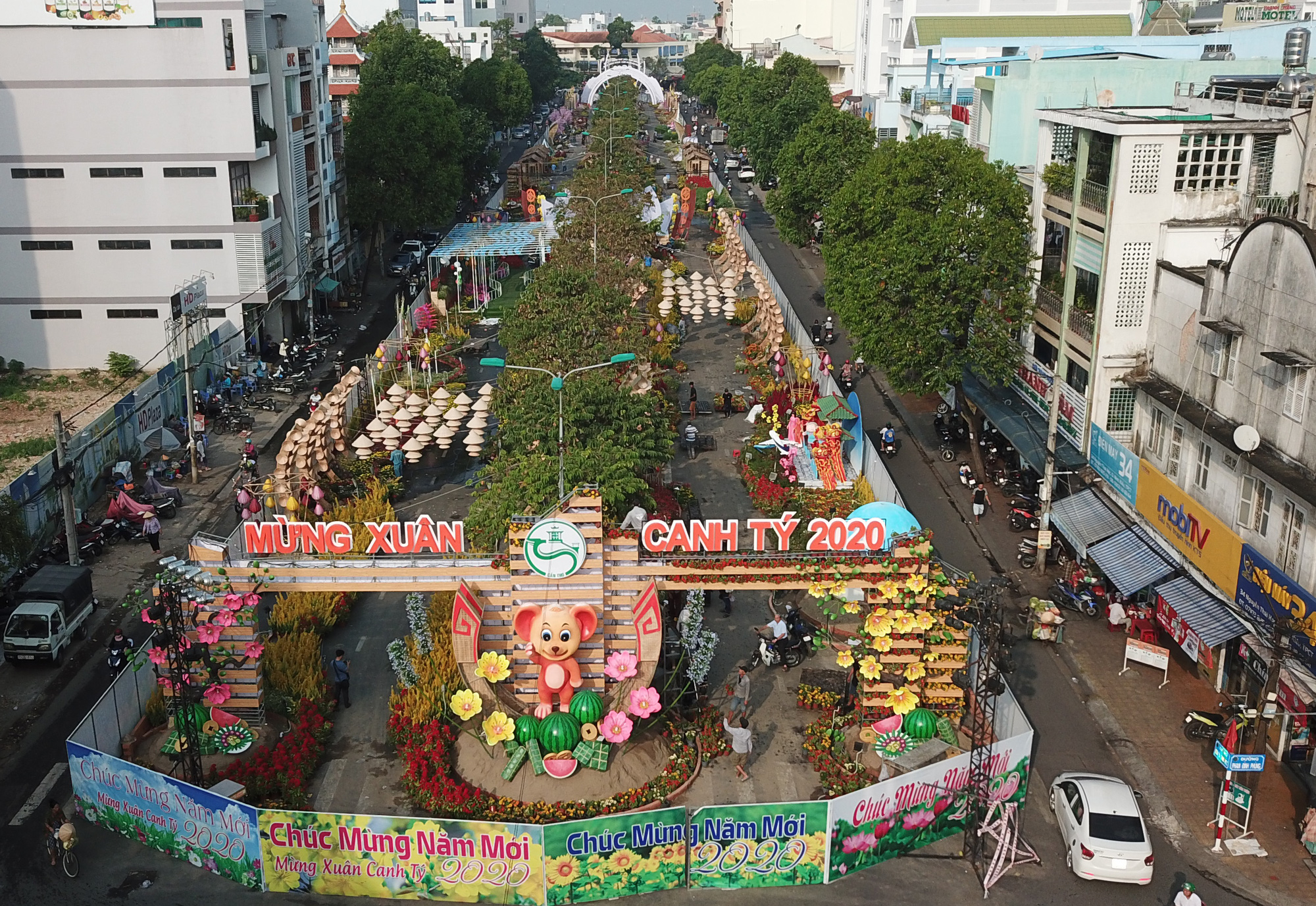 Mekong city given facelift with annual flower street