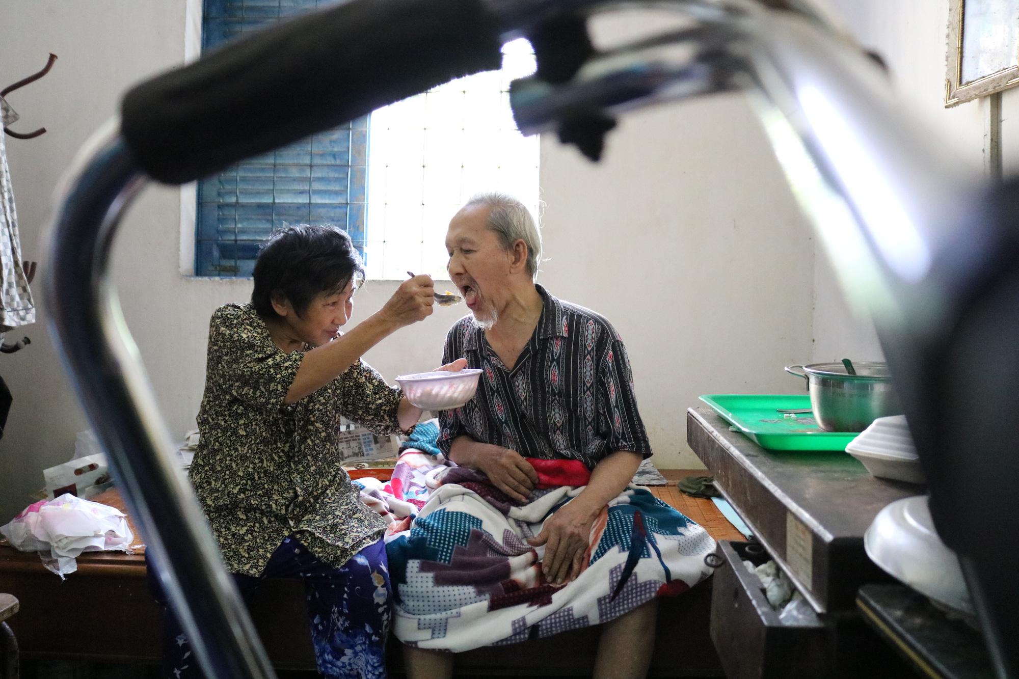 Ho Chi Minh City septuagenarian vendor fends for leper husband, 5 children for 16 years