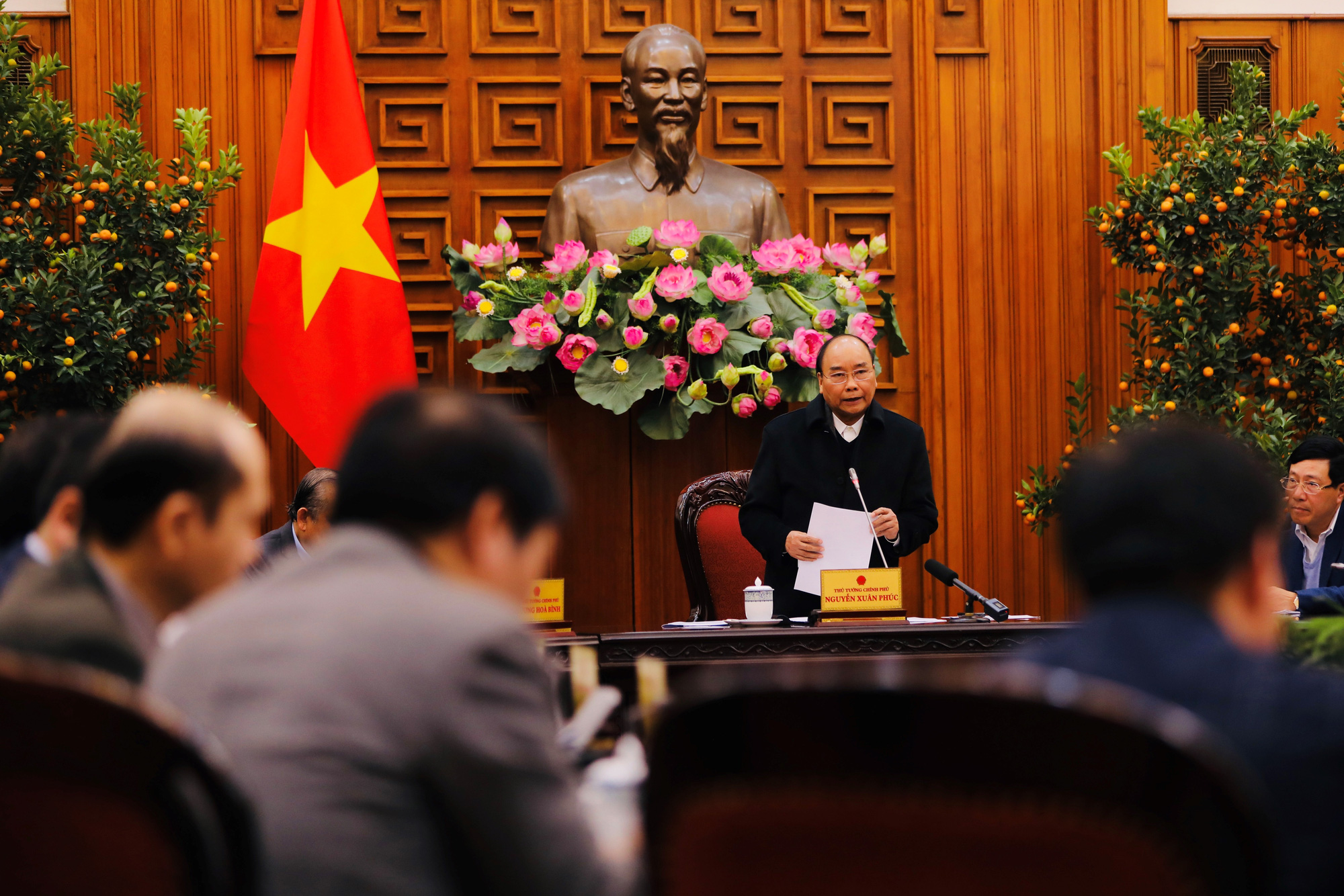 Vietnam premier chairs meeting on coronavirus prevention