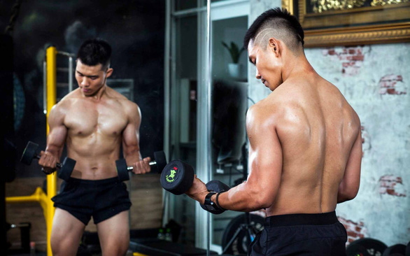 Saigon's young professionals make gym workouts part of daily routine