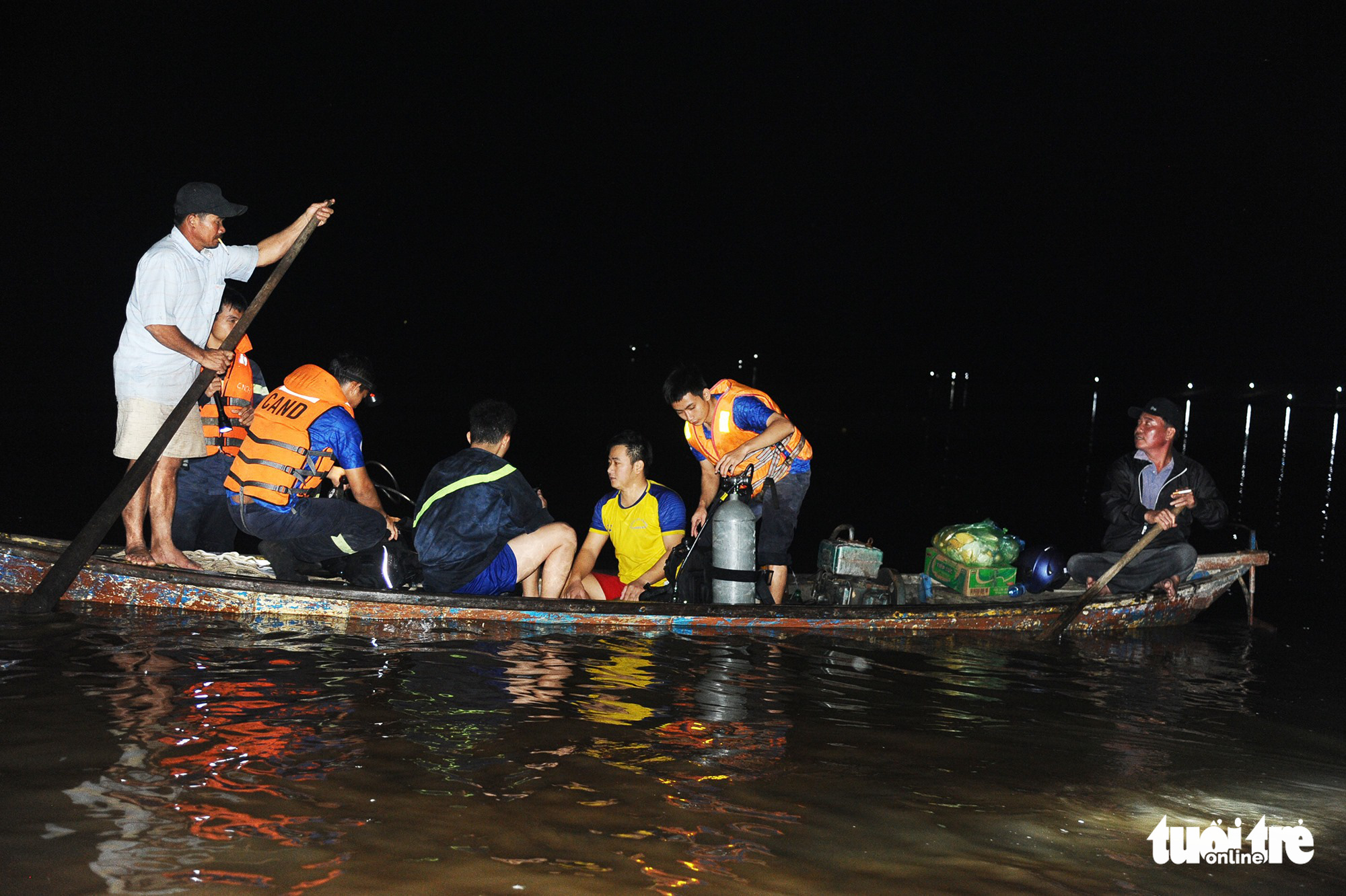 Six relatives drown as wherry capsizes in central Vietnam
