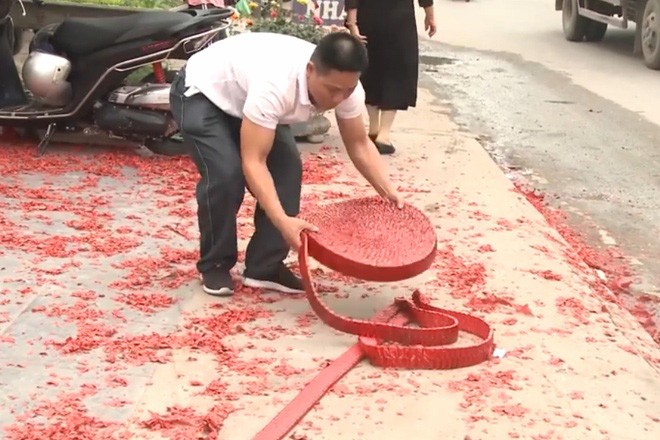 Man arrested for lighting string of firecrackers at Hanoi wedding party