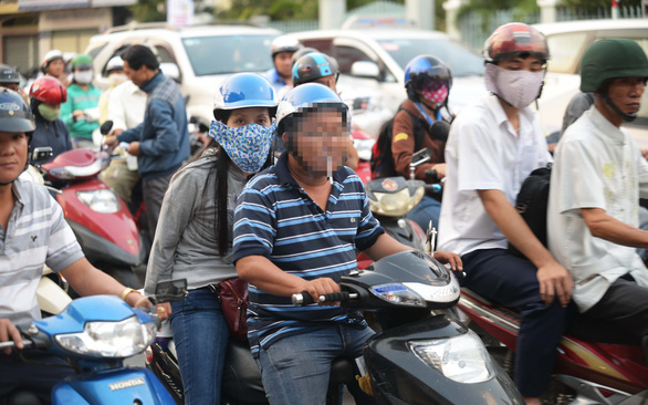 How much do people smoke in Vietnam?