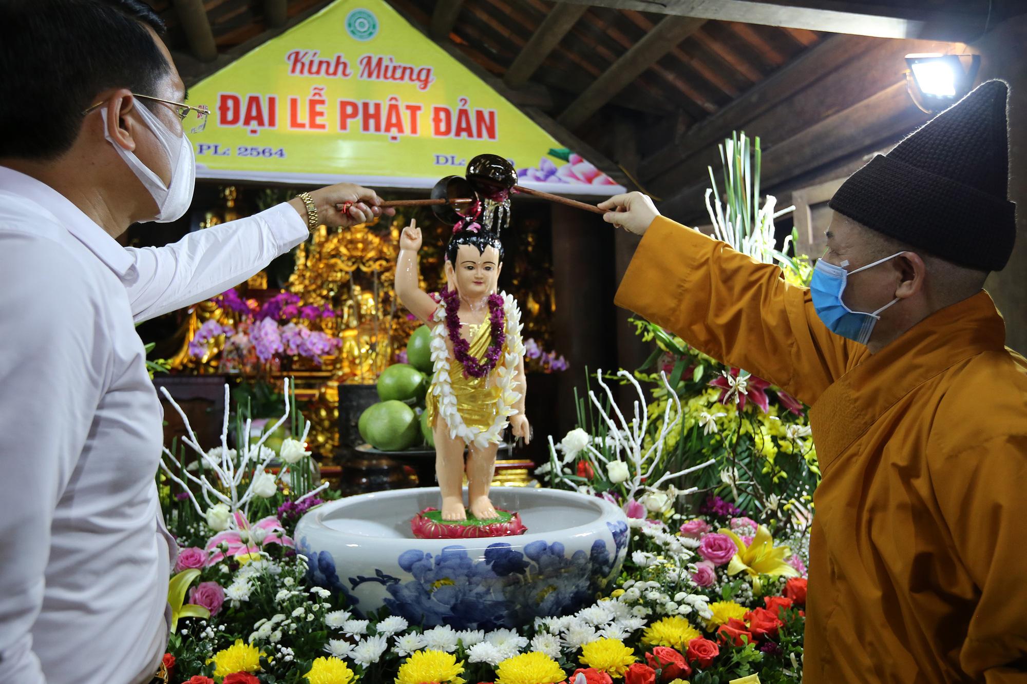 Vietnamese Buddhists solemnly observe Buddha's Birthday