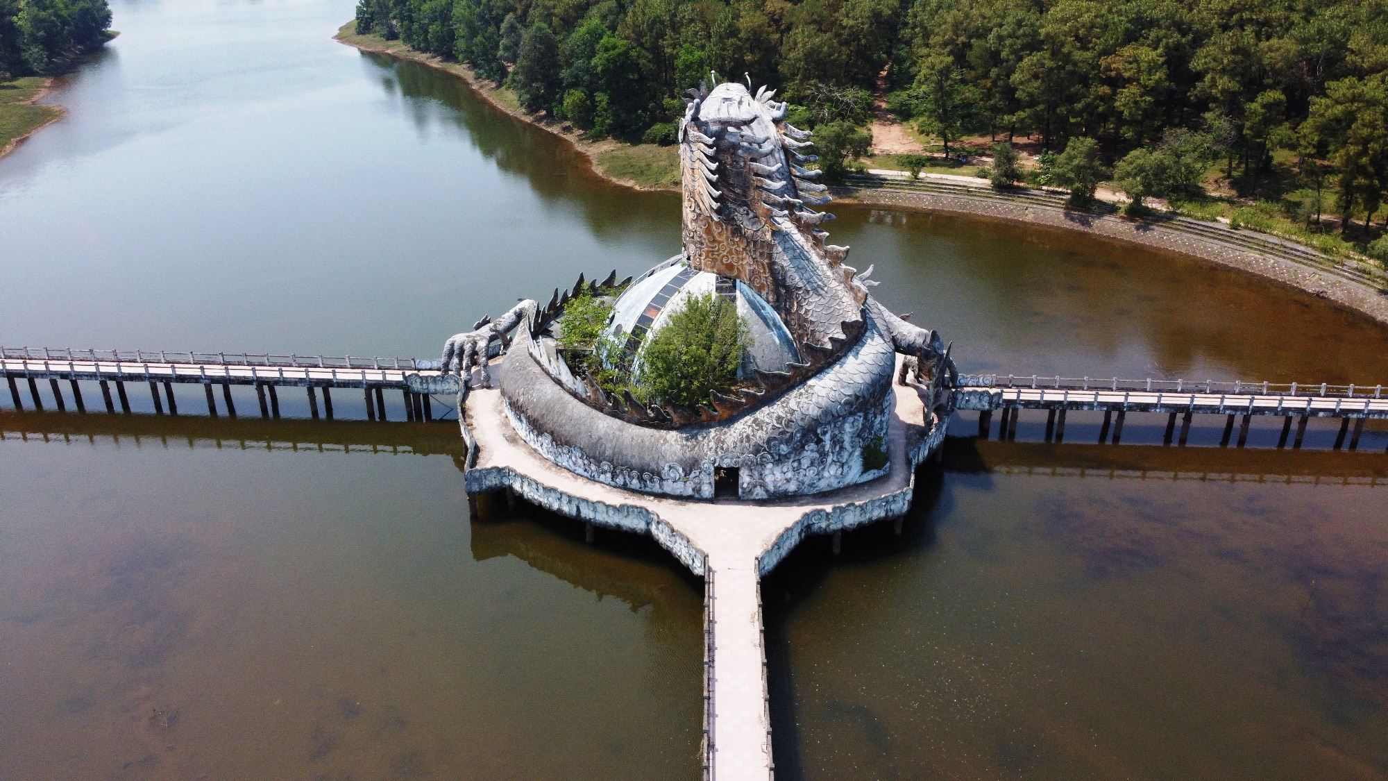 Province seeks investors to revive 'eerie' abandoned water park in central Vietnam