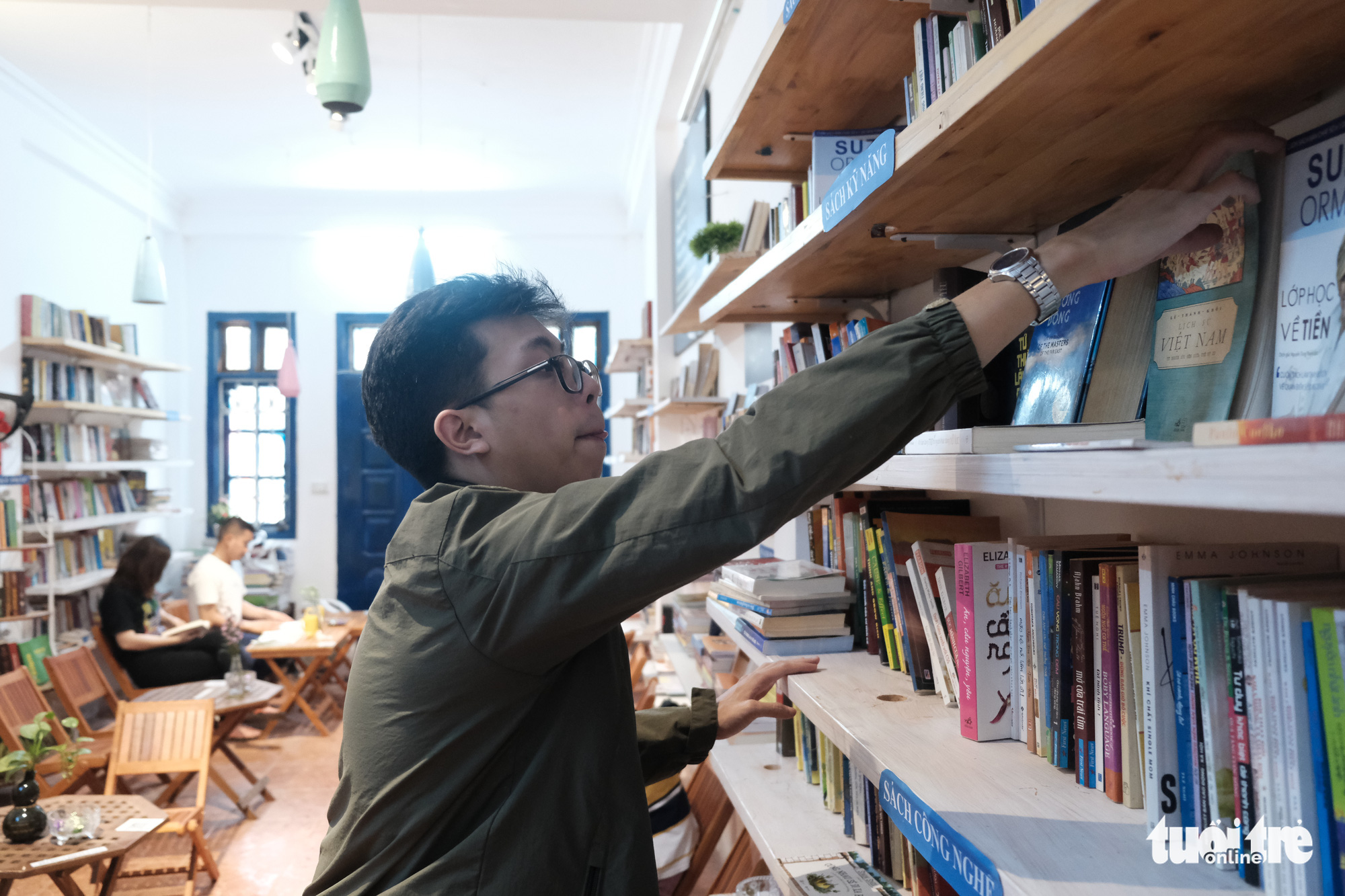 A man picks a book from a shelf at a free reading space in Hanoi, Vietnam. Photo: Song La / Tuoi Tre