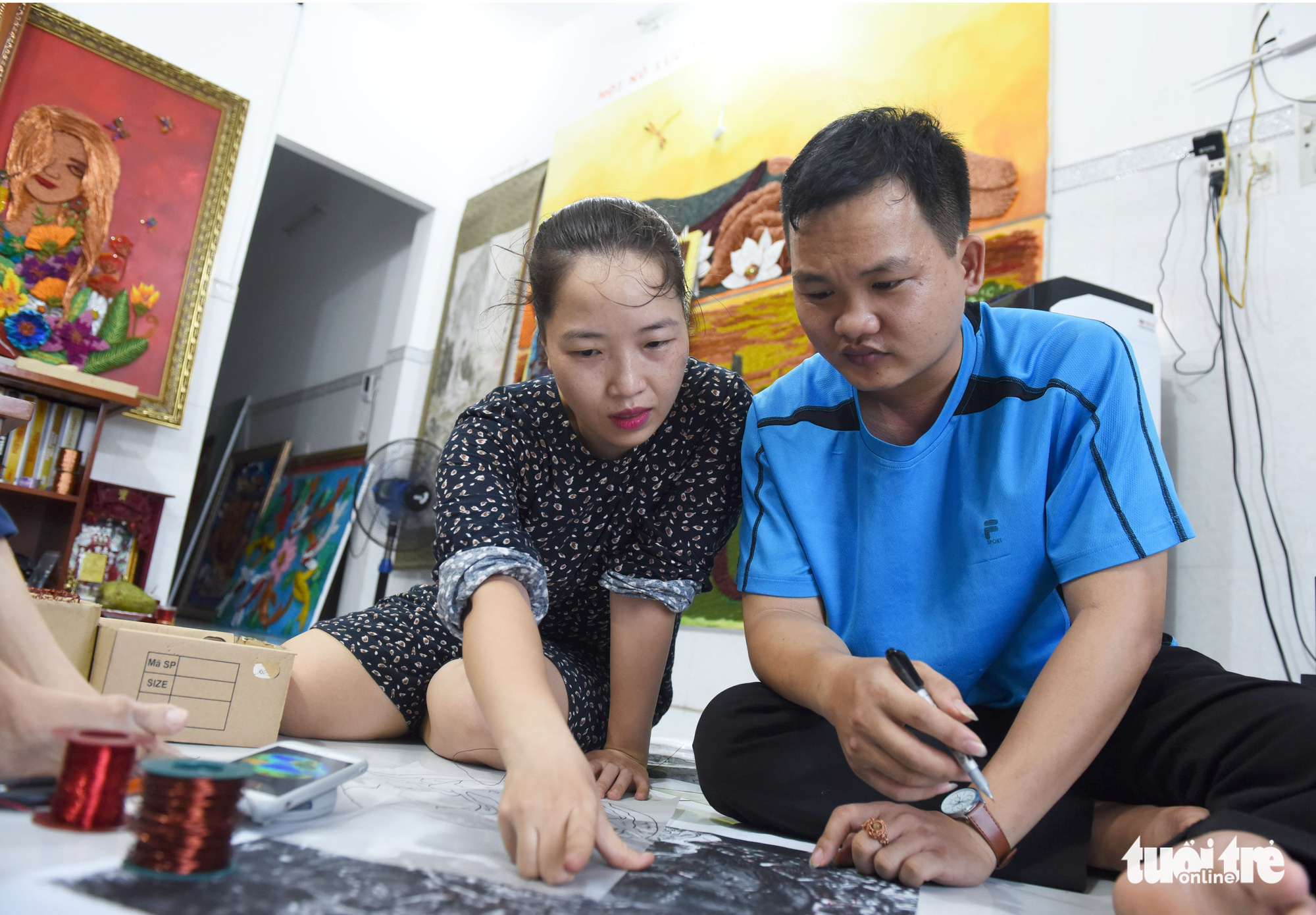 Nguyen Thi Nhat Phuong (left) instructs an apprentice on the creation of a copper wire art piece at her class in Ho Chi Minh City, Vietnam. Photo: Duyen Phan / Tuoi Tre
