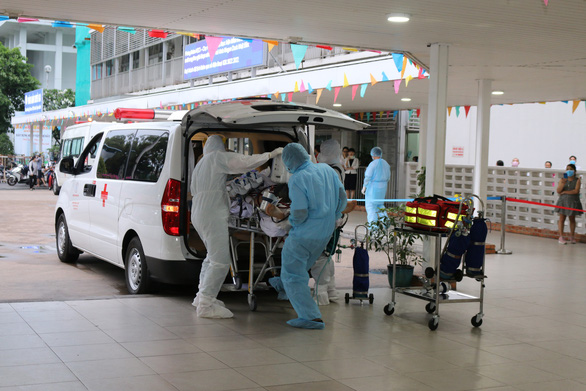 A British pilot, who is identified as Vietnam's COVID-19 patient No .91, is transferred to the Cho Ray Hospital in Ho Chi Minh City, Vietnam, in this supplied photo taken on May 22, 2020.