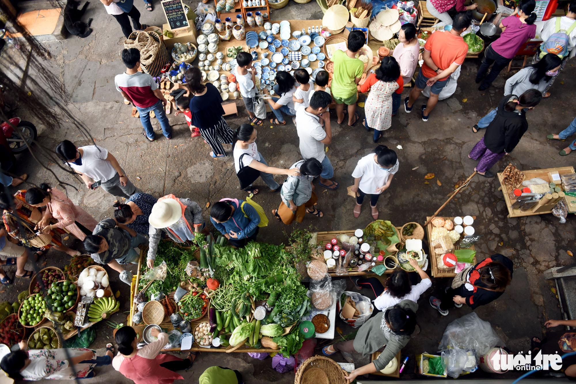 Shoppers tour a 'countryside market' at No. 7 Nguyen Thi Minh Khai Street, District 1, Ho Chi Minh City, Vietnam, May 24, 2020. Photo: Duyen Phan / Tuoi Tre