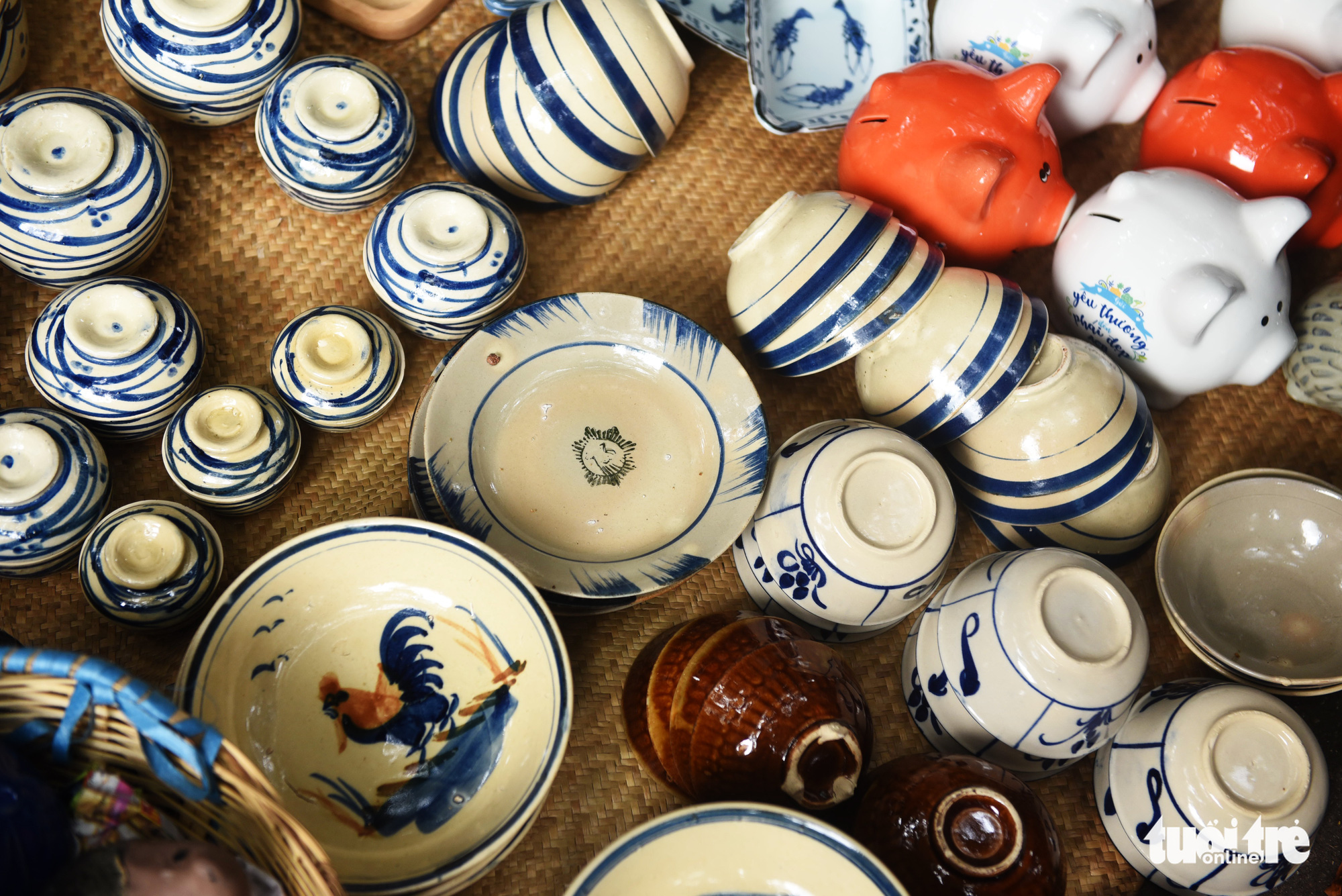 Pottery dinnerware are sold at a 'countryside market' at No. 7 Nguyen Thi Minh Khai Street, District 1, Ho Chi Minh City, Vietnam, May 24, 2020. Photo: Duyen Phan / Tuoi Tre