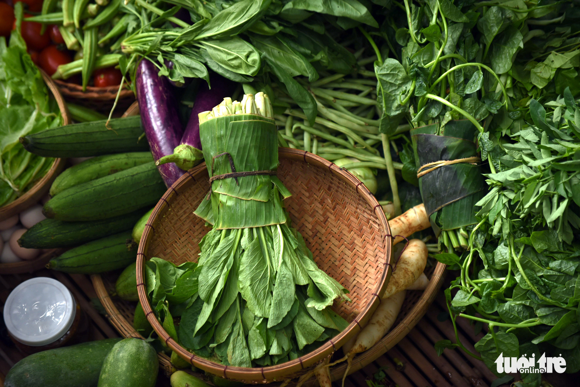 Vegetables wrapped in banana leaves are sold at a 'countryside market' at No. 7 Nguyen Thi Minh Khai Street, District 1, Ho Chi Minh City, Vietnam, May 24, 2020. Photo: Duyen Phan / Tuoi Tre
