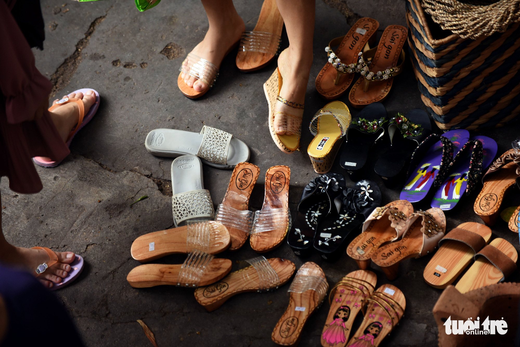 Wooden sandals are sold at a 'countryside market' at No. 7 Nguyen Thi Minh Khai Street, District 1, Ho Chi Minh City, Vietnam, May 24, 2020. Photo: Duyen Phan / Tuoi Tre