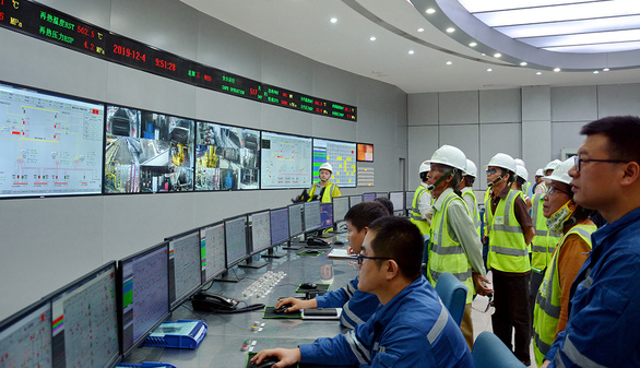 Specialists work at Vinh Tan 1 Thermal Power Plant in Binh Thuan Province, Vietnam. Photo: D.Trong / Tuoi Tre