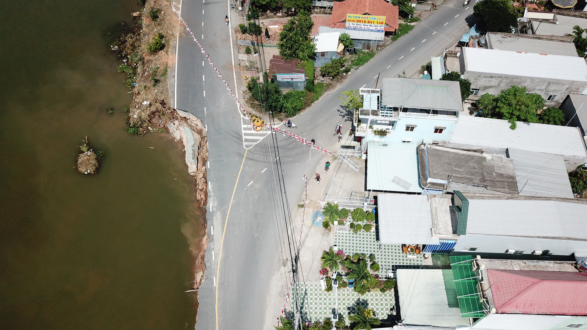 A bird's-eye view of the subsidence along provincial highway 91 in An Giang Province, Vietnam, May 27, 2020. Photo: Chi Quoc / Tuoi Tre