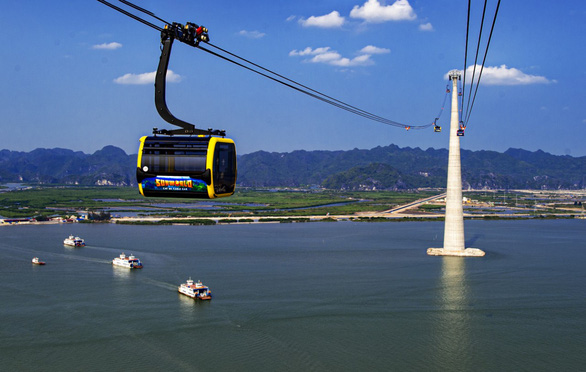 Vietnam's Hai Phong unveils record-breaking cable car link