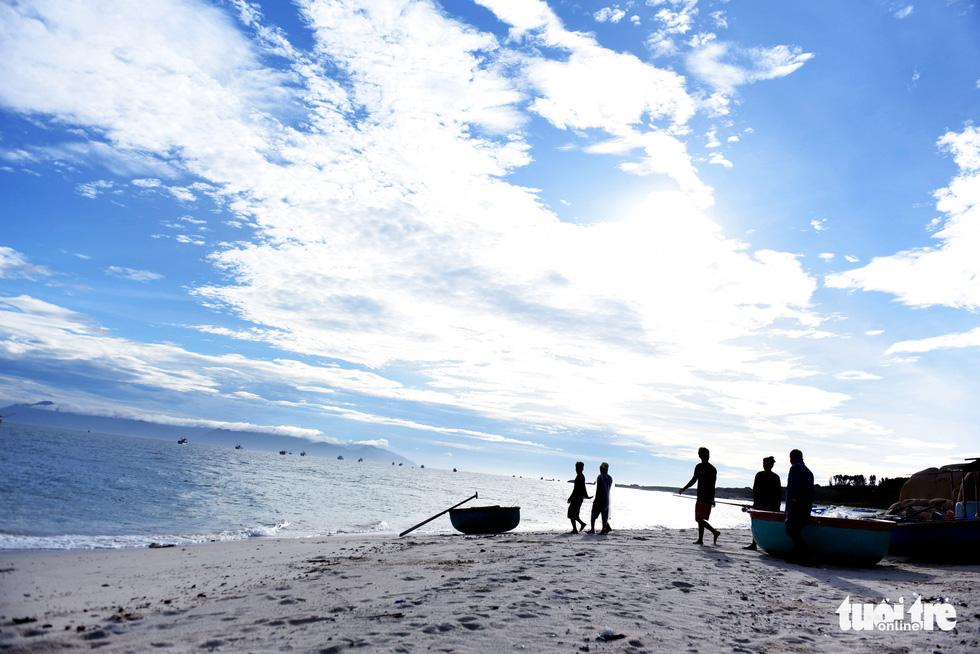 Local fishermen are seen at a beach on Cu Lao Cau off Tuy Phong District, Binh Thuan Province, Vietnam. Photo: Duyen Phan / Tuoi Tre