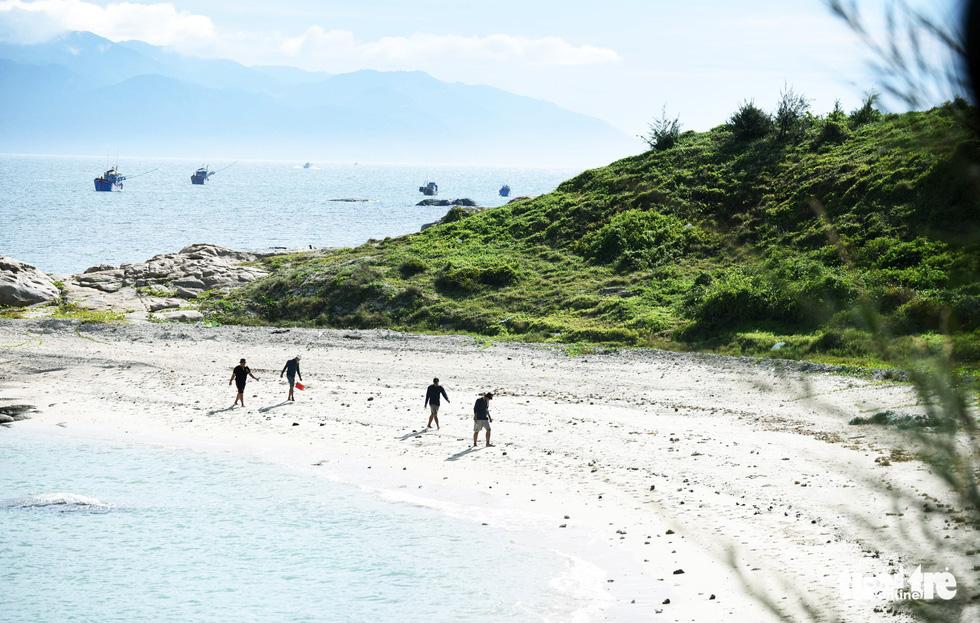 A beach on Cu Lao Cau off Tuy Phong District, Binh Thuan Province, Vietnam. Photo: Duyen Phan / Tuoi Tre