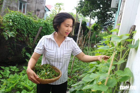 Pham Thi Thanh Thuy also grows vegetables in her garden in Thu Duc District, Ho Chi Minh City, Vietnam. Photo: Ngoc Phuong / Tuoi Tre