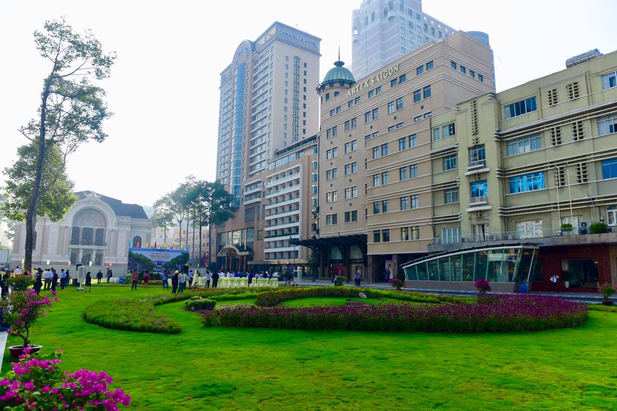 A temporary park is established in front of the Municipal Theater in District 1, Ho Chi Minh City after fences were removed from the area in April 2020 following a six-year construction of an underground terminal of the city's first metro line. Photo taken on June 5, 2020. Photo: Quang Dinh / Tuoi Tre