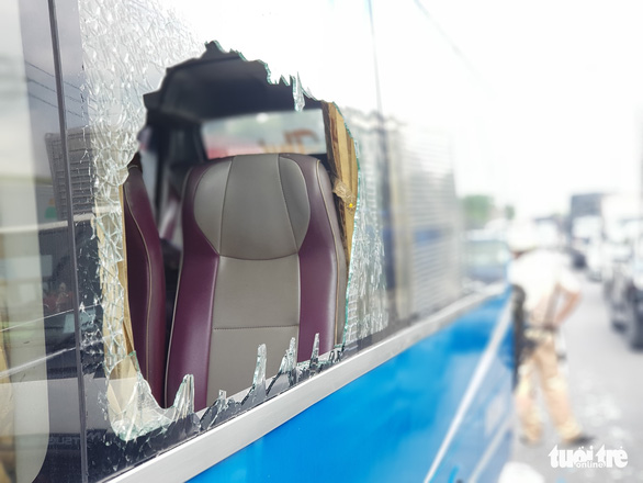 A passenger bus' window is smashed in a serial traffic accident on National Highway 1 in District 12, Ho Chi Minh City, June 6, 2020. Photo: Ngoc Khai / Tuoi Tre
