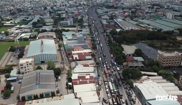 An aerial view of a congestion caused by a serial traffic accident on National Highway 1 in District 12, Ho Chi Minh City, June 6, 2020. Photo: Ngoc Khai / Tuoi Tre