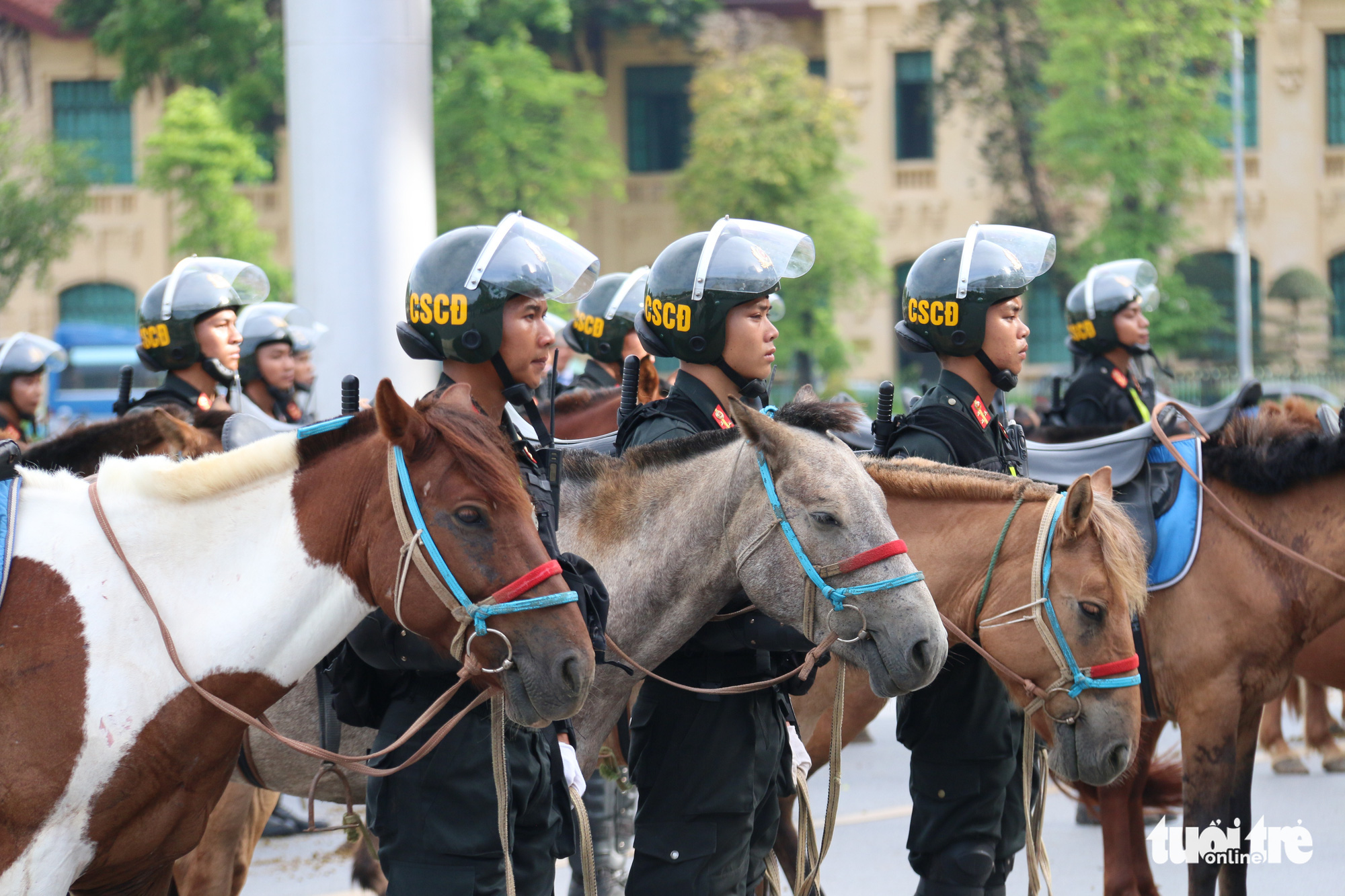 A ceremony is organized at Ba Dinh Square in Hanoi to mark the debut of Vietnam's mounted police force on June 8, 2020. Photo: Tien Long / Tuoi Tre