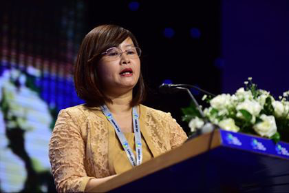 Ly Thi Hoai Huong, deputy director of the Department of Tax Administration for Small and Medium-sized Enterprises, Household Businesses and Individuals, speaks at a seminar on cashless payments in Ho Chi Minh City, Vietnam, June 12, 2020. Photo: Quang Dinh / Tuoi Tre
