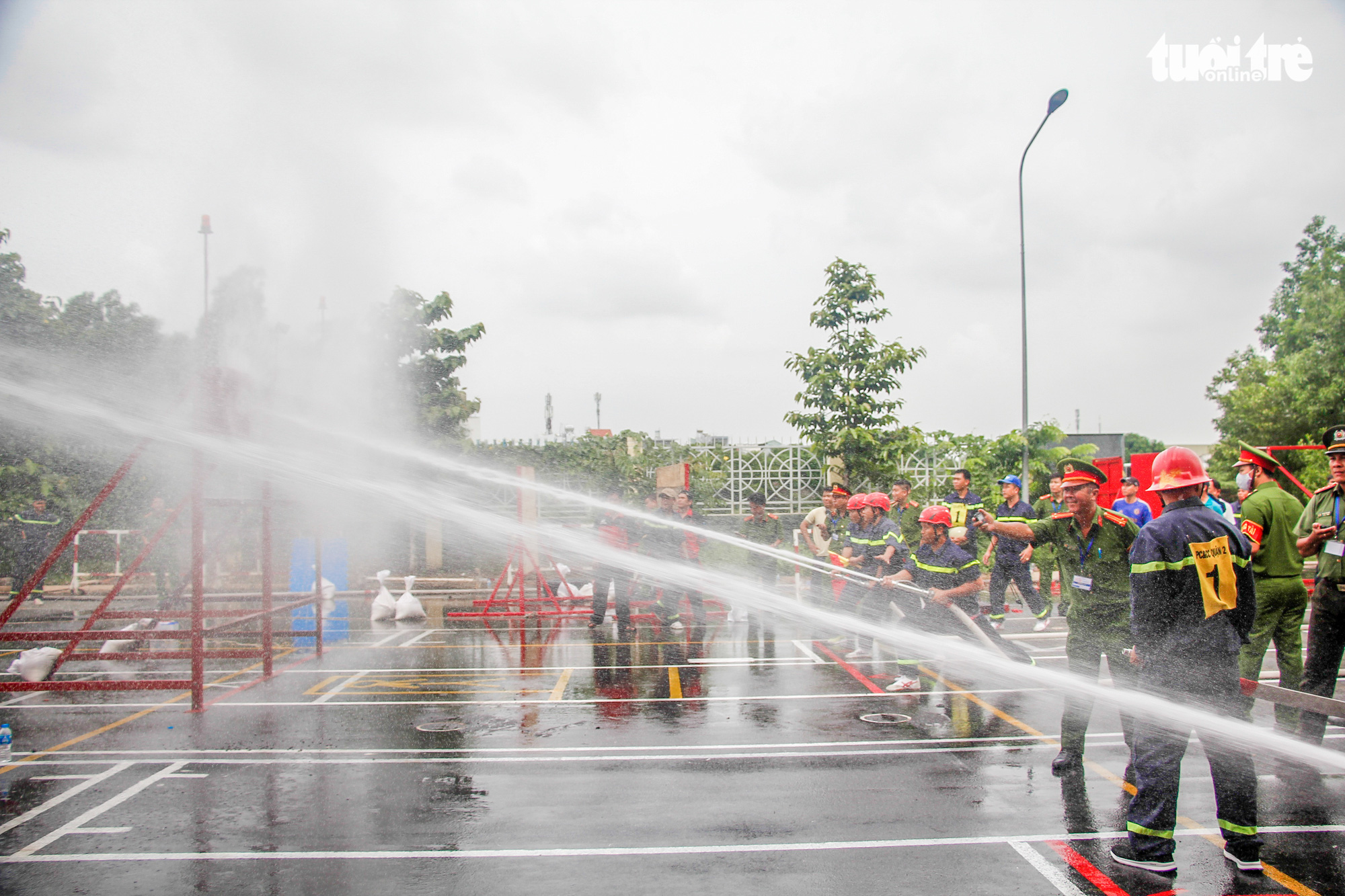Firefighters use water hoses to put out fire during a firefighting and rescue competition in Ho Chi Minh City, June 16, 2020. Photo: Chau Tuan / Tuoi Tre
