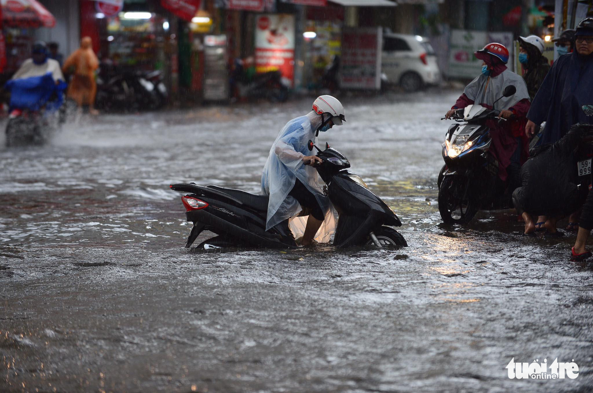 A motorbike breaks down in heavy rain on a flooded street in Ho Chi Minh City, June 16, 2020. Photo: Quang Dinh / Tuoi Tre