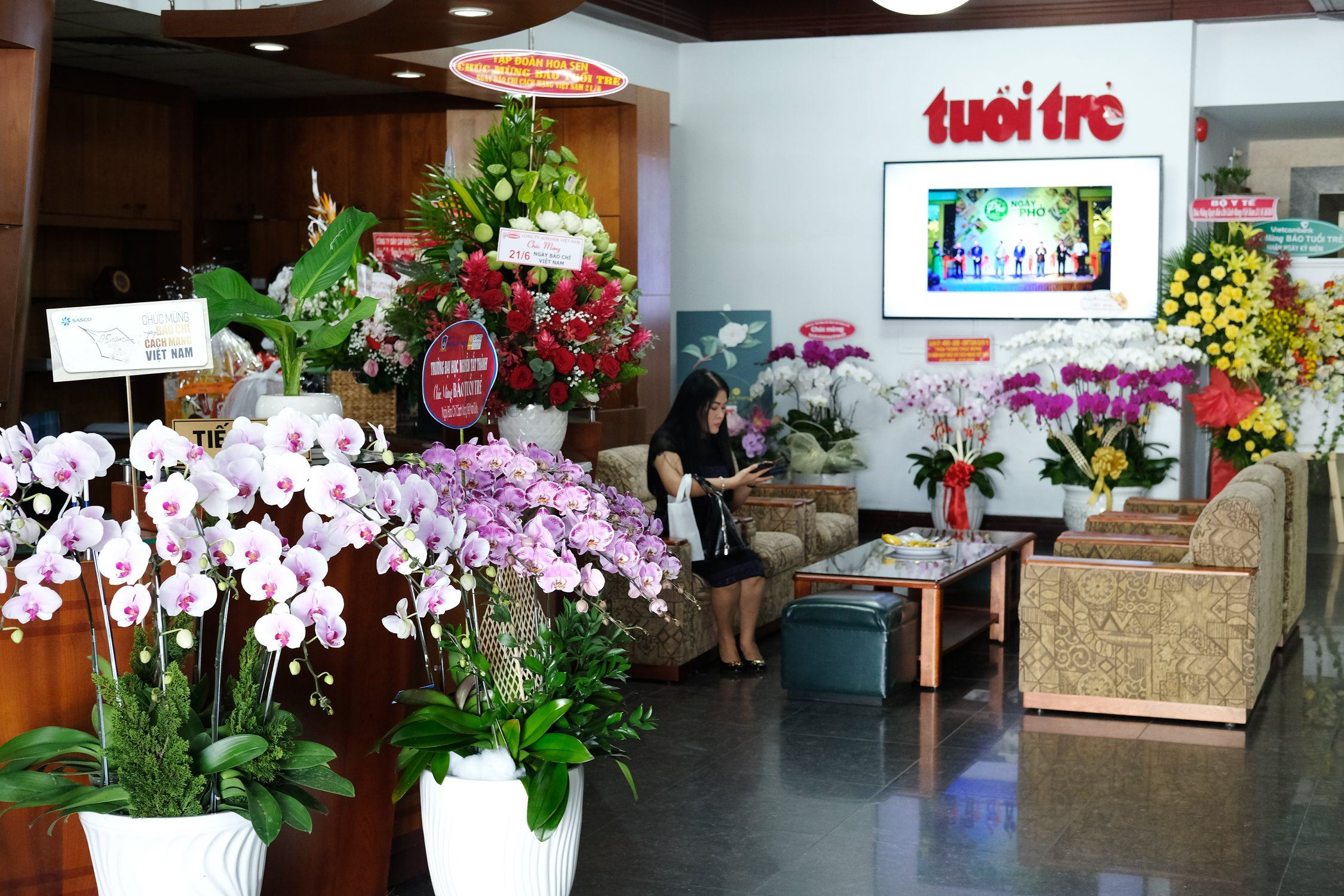 Congratulations flowers are displayed at the headquarters of Tuoi Tre (Youth) newspaper in Ho Chi Minh City, Vietnam, June 18, 2020. The country is set to celebrate Press Day on June 21. Photo: Tuan Son / Tuoi Tre News