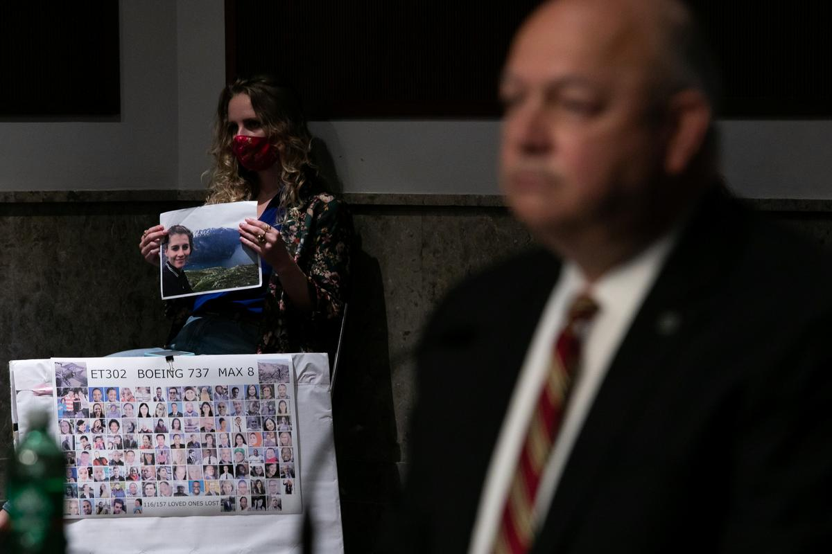 Deveney Williams holds a photograph of her friend, Samya Stumo who died when a Boeing 737 Max 8 crashed while flying Ethiopian Airlines Flight 302, during a hearing of the Senate Commerce, Science, and Transportation Committee on Capitol Hill in Washington, U.S., June 17, 2020. Photo: Reuters