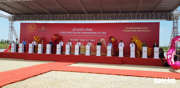 PM, officials attend ceremony to commence construction of Vietnam's largest theme park