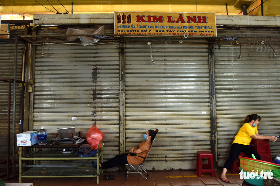 Many longtime sellers said they have never seen Ben Thanh Market as gloomy as it has been these days. Photo: Duyen Phan/ Tuoi Tre